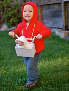Cute E.T. Halloween Costume! Hoping this kid got a few Reese's Pieces ...