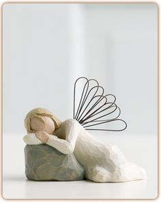 Willow Tree Dreaming Angel Figurine by Susan Lordi Willow Tree Statues, Willow Figurines, Willow Tree Angels, Willow Tree Figuren, Gris Taupe, Tree People, Willow Wood, Collectible Figurines, My Collection