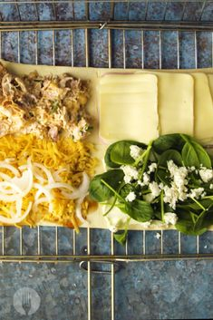 Braai Pie 4 Ways. Spicy Chicken Mayo, Ham & Cheese, Spinach & Feta and Cheese & Onion all in one Braai Pie. Cheesy Garlic Bread, Cheesy Potatoes, Cheesy Recipes, Mexican Food Recipes, Braai Pie, Spinach And Feta, Ham And Cheese, Nachos, Dinner Tonight