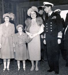 Royal family: The 1939 register even includes King George VI and Queen Elizabeth, later the Queen Mother, pictured here with Princess Margaret and Princess Elizabeth in the same year Young Queen Elizabeth, Lady Elizabeth, English Royal Family, British Royal Families, Queen Mother, Queen Mary, Princess Margaret, Margaret Rose, Domesday Book