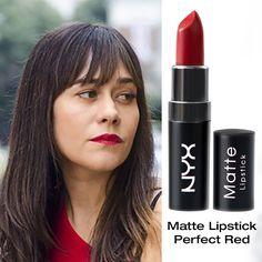 Maquiagem com pele natural e batom vermelho é um look clássico que transcende o tempo. Na foto a personagem vive nos anos 70, mas vendo assim, só de rosto, poderia ser qualquer garota ao seu lado na rua #gethelook #inspiração #boogieoogie #70s #mattelipstick #perfectred