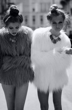 Top Knot and fur. Fur Fashion, Look Fashion, Winter Fashion, Womens Fashion, Daily Fashion, White Faux Fur Jacket, Outfit Vestidos, Couture 2016, Messy Bun Hairstyles