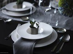 Masa nu este complet aranjată până nu punem și puțină primăvară :) Ikea Christmas, Classy Christmas, Stockholm, Table Ikea, Diy Food, Table Settings, Table Dressing, Table Decorations, Interior Design