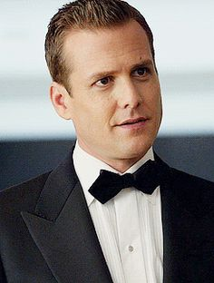 Harvey in Tom Ford black tie Suits Series, Suits Tv Shows, Gabriel Macht, Harvey Specter, Lawyers, Black Tie, Screens, Tom Ford, My Boys