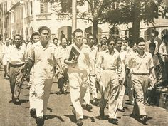 Lee Kuan Yew's walk with destiny! He approaches Gan Eng Seng School to file his nomination papers on 25 April for the General Elections of 1959. His PAP won by landslide and he became Singapore's first Prime Minister for 31 years.