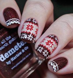 Knitted patterns like those on the modern sweater are trendy this season. So it would be a good decoration for your nail art.