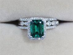 Imagen vía We Heart It https://weheartit.com/entry/168058774 #emerald #gold #jewelry #ruby #bluesapphire #bkgjewelry.com