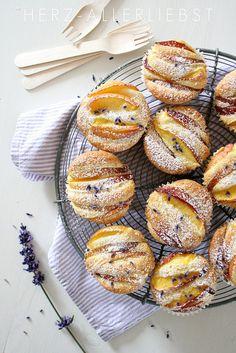 Lavender Nectarine Muffins by Herz-Allerliebst I Love Food, Good Food, Yummy Food, Breakfast Recipes, Dessert Recipes, Drink Recipes, Breakfast Healthy, Cookies, Chefs