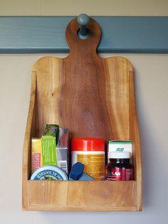 Hanging box for the shaker peg rail Pegboard Shelf Bracket, Kitchen Organisation, Organization, Hanging Cabinet, Shaker Furniture, Primitive Bathrooms, Shaker Kitchen, Shaker Style, Kitchen Items