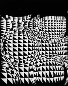 Franco Grignani, 1957 [from Daniela Grignani] Art Optical, Optical Illusions, E Design, Graphic Design, Logo Sketches, Photo Logo, Design Graphique, Art File, Art Abstrait