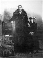 Feodor Machnow The tallest man Russia Belarus Tribal Women, First Daughter, Tall Guys, Vanitas, Historical Pictures, Present Day, Beautiful Women, Earth, Painting