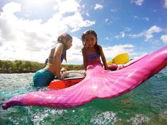 Loving the bright pink tail during her mermaid lesson! #hmakmaui