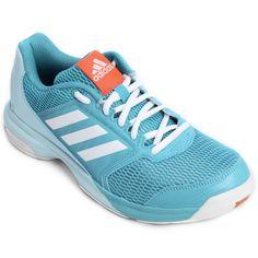 Com o Tênis Adidas Stabil Essence Azul Claro as jogadoras vão ser imbatíveis nas jogadas. O calçado possui cabedal resistente e respirável, além de solado que oferece mais aderência em superfícies indoor. | Netshoes