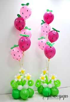 Sweet Strawberry balloon centerpieces Beautiful decoration for a summer party or Strawberry Shortcake fan Design brought to you by Balloon Flowers, Balloon Bouquet, Balloon Columns, Balloon Arch, Birthday Balloons, 1st Birthday Parties, Ballon Arrangement, Deco Ballon, Party Mottos