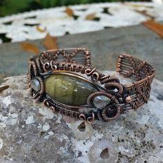 Labradorite cuff bracelet in copper #handmadejewelry #copper #cuff #wirewrap #wire #labradorite #bracelet #etsy #handmade