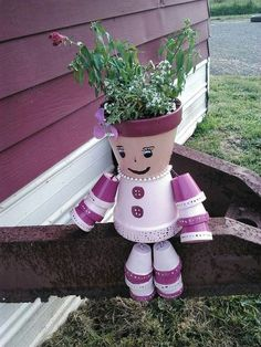 Clay pot crafts - Decorations made of ceramic pots 18 projects made this summer – Clay pot crafts Flower Pot Art, Small Flower Pots, Flower Pot Design, Clay Flower Pots, Flower Pot Crafts, Flower Pot People, Clay Pot People, Clay Pot Projects, Clay Pot Crafts