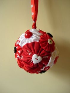 christmas yo-yo bauble - tutorial - OCCASIONS AND HOLIDAYS  DIY Crafts, Sewing Tutorials and more on Craftster.org