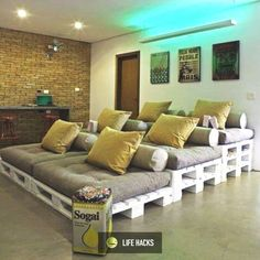 DIY pallet movie theater