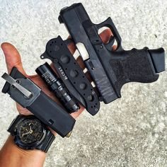I love that f'n mag carrier! Rifles, Fn Mag, Everyday Carry Gear, Edc Tactical, Tac Gear, Edc Tools, Survival Gear, Survival Hacks, Survival Skills