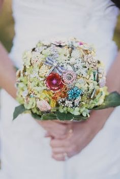 vintage jewelry bouquet I so would have done this!
