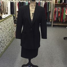 Harve Benard black gaberdine suit Classic styling. Skirt and jacket fully lined. Jacket front pockets. Skirt side pockets. Below knee. Harve Benard Skirts Skirt Sets