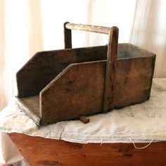 Vintage storage basket French country wood decor by lapomme Primitive Antiques, Primitive Crafts, Wood Crafts, Diy Projects To Try, Wood Projects, Vintage Storage, French Country Style, Old Wood, Wood Boxes