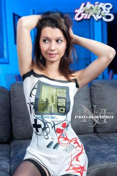 PIN-UP DU JOUR – THE GAMEBOY GIRL BODY PAINTING