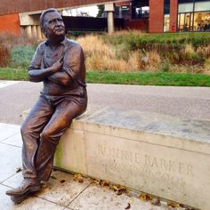 Ronnie Barker, one of the best comedians ever Ronnie Barker, David Jason, Funny People, Comedians, Two By Two, Statue, Men, Guys, Sculptures