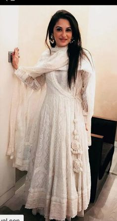 All About Chikankari dresses different Ways To Style Your Outfits! Pakistani Dresses Casual, Indian Gowns Dresses, Pakistani Dress Design, Designer Anarkali Dresses, Designer Dresses, Frock Fashion, Fashion Dresses, London Fashion, Indian Attire