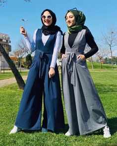 """13.9k Likes, 84 Comments - Daily Outfit Ideas  (@hijabi_bloggers) on Instagram: """"Shop and follow @ozmahofficial  . بتلاقوهم عند @ozmahofficial"""""""