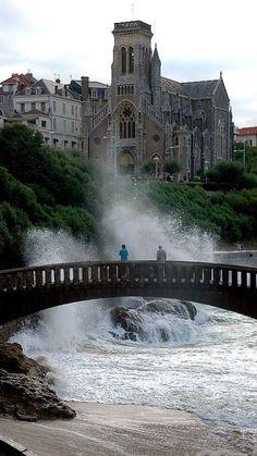 seuls sur le pont.. Biarritz, Aquitaine, France
