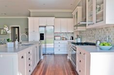 Beachy Kitchen. Love all the light colors.