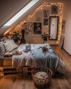 Cute Bedroom Decor, Room Design Bedroom, Room Ideas Bedroom, Home Bedroom, Bedroom Wall, Master Bedroom, Bedroom Inspo, Wood Room Ideas, Kids Bedroom