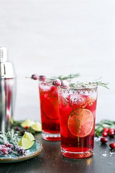 Sparkling Christmas Tree Cocktail | www.floatingkitch...