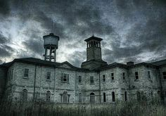 Italianate insane asylum in Nova Scotia, Canada. (Would be soooo awsum to visit an old insane asylum! Mental Asylum, Insane Asylum, Old Hospital, Abandoned Hospital, Spooky Places, Haunted Places, Abandoned Asylums, Abandoned Places, Old Buildings