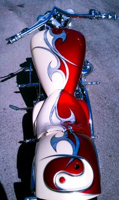 Custom Painted Yamaha Roadstar by Airkolors.    http://airkolors.com/