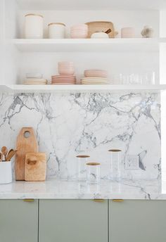 Home Remodeling Traditional Sarah Sherman Samuel:Moore Residence Kitchen Tour Küchen Design, Home Design, Design Ideas, Moore Kitchen, Kitchen Countertop Materials, Marble Kitchen Countertops, Kitchen Backsplash Design, Laminate Countertops, Diy Kitchen