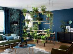 Fancy a cozy, design or classic living room? Find our best decor ideas to revamp yours. To change the decor of your living room, sometimes just a few Room With Plants, House Plants Decor, Office With Plants, Pots For Plants, Indoor House Plants, Indoor Plant Decor, Wall Hanging Plants Indoor, Small Indoor Plants, Indoor Garden