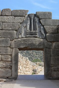 LA PORTA DEI LEONI- porta di rappresentanza di Micene il cui sistema costruttivo è il trilitismo, II millennio a.C