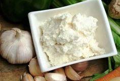 Garlic Sauce / Sos de usturoi :: Romanian Food Recipes