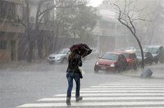 Piove molto e cercare di non bagnarsi ... finora ho ... viaggio ma mi mancano i mezzi ...