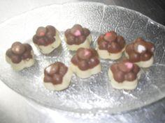 Bombones de chocolate con leche y chocolate blanco