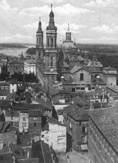 Calle del Pilar vista desde la torre de La Seo de Zaragoza Big Ben, Paris Skyline, Madrid, Black And White, City, Building, Travel, Piano, Memories