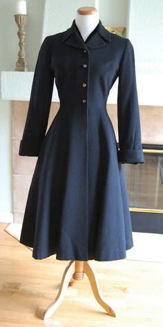 40s coat, i love how it flares at the bottom to fit a full skirt!
