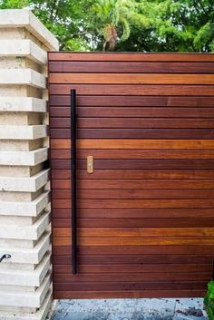 Best Wood for a Horizontal Fence - Modern Design backyard design diy ideas Wood Fence Gates, Fence Gate Design, Privacy Fence Designs, Fence Doors, House Gate Design, Diy Fence, Fence Ideas, Redwood Fence, Wood Privacy Fence