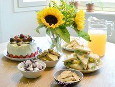 Upeat tarjoilut kesäisissä tunnelmissa! Kiitos kuvasta Kaaosta ja kukkamekkoja -blogissa