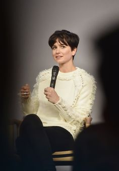 "Katherine Waterston Photos Photos - Actress Katherine Waterston attends the Apple Store Soho presentation of Meet the Cast: ""Fantastic Beasts And Where To Find Them"" at Apple Store Soho on November 9, 2016 in New York City. - Apple Store Soho Presents Meet the Cast: 'Fantastic Beasts and Where to Find Them'"