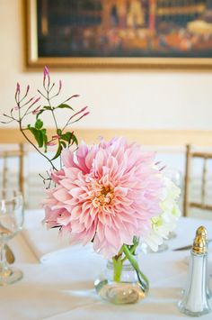 in terms of dahlias, we say the bigger the better Photography By / nicoletteclark.com, Floral Design By / jackiesflowers.net