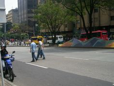 Avenida Oriental sin carros. Lunes 23 de abril, día sin carro. Street View, Mondays