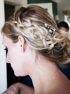 A loose bohemian braided up-do with woven babies breath.  #weddinghair #braid